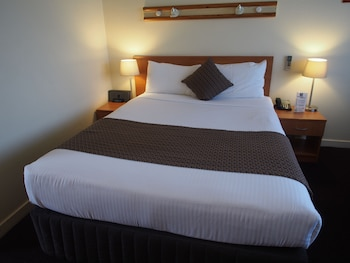 Guestroom at Comfort Inn North Shore in Lane Cove