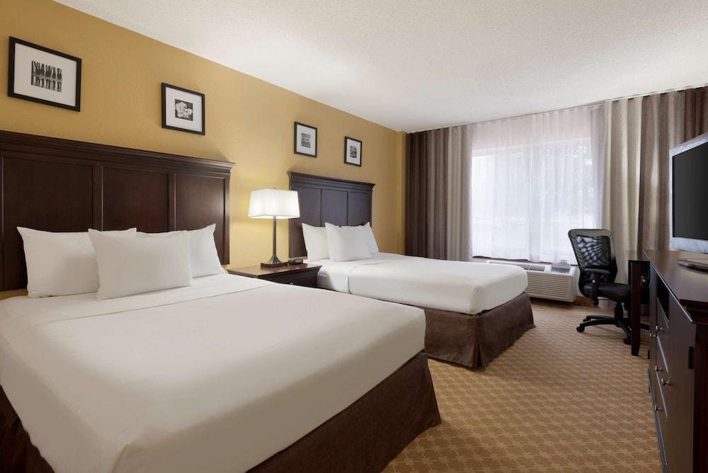 https://i.travelapi.com/hotels/2000000/1090000/1088200/1088139/0a1e79c6_z.jpg