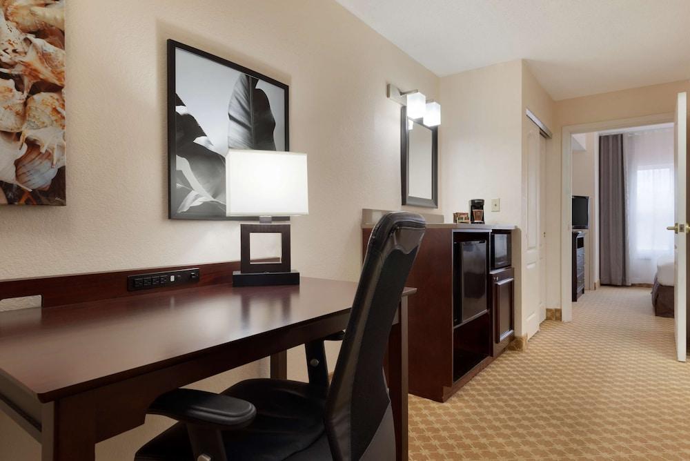 https://i.travelapi.com/hotels/2000000/1090000/1088200/1088139/4d1dd8c8_z.jpg