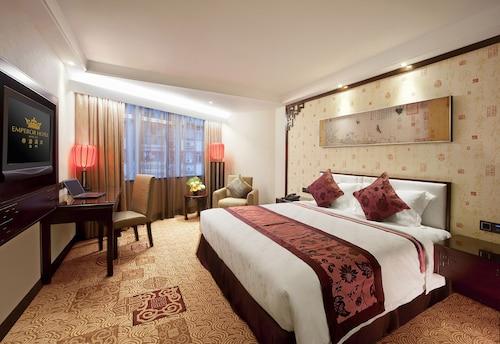 Emperor Hotel, Sé