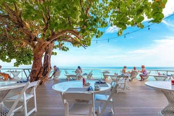 Hotel - Travellers Beach Resort