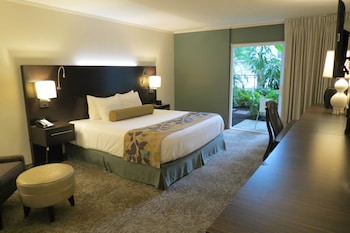 Room, 1 King Bed, Balcony, Pool View