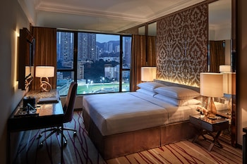 Grand Deluxe Room - Course View