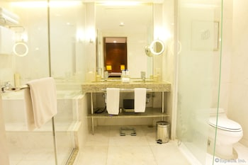 New World Manila Bay Hotel Manila Bathroom
