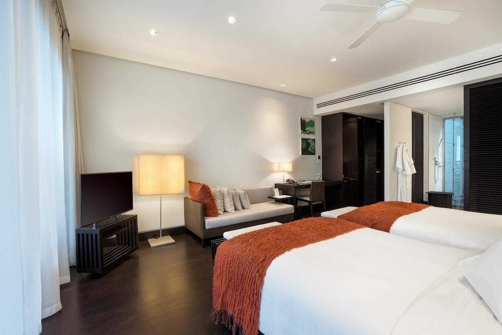 https://i.travelapi.com/hotels/2000000/1100000/1095000/1094968/0436de28_z.jpg
