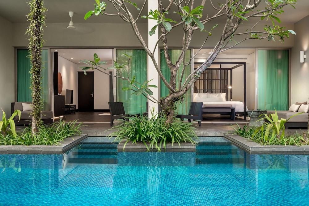 https://i.travelapi.com/hotels/2000000/1100000/1095000/1094968/5800299f_z.jpg