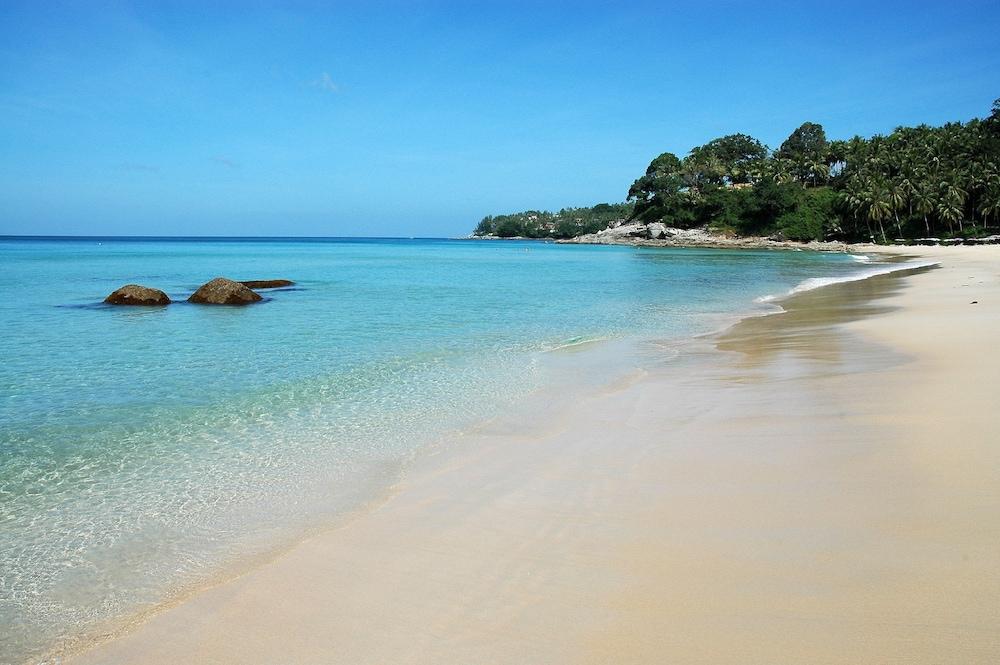 https://i.travelapi.com/hotels/2000000/1100000/1095000/1094968/79d94157_z.jpg
