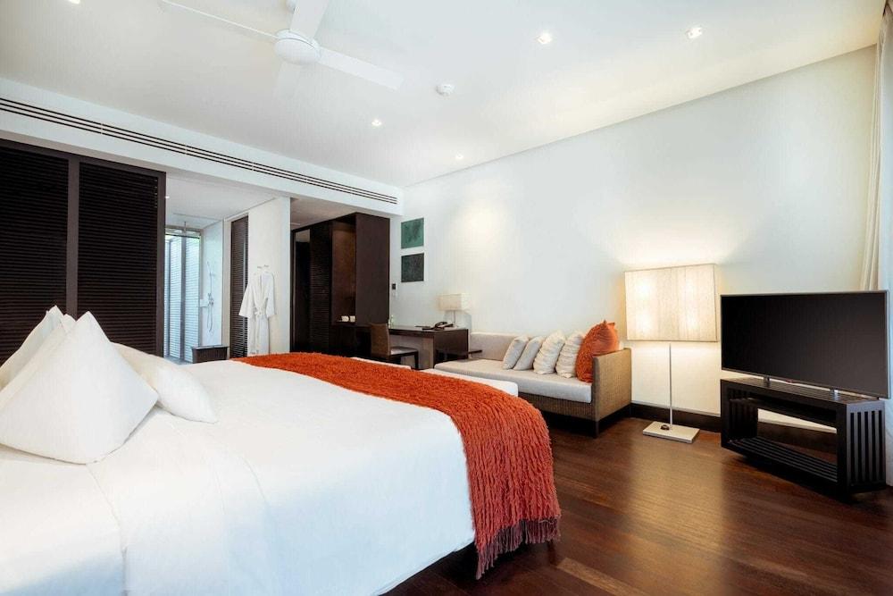 https://i.travelapi.com/hotels/2000000/1100000/1095000/1094968/7c9d44d4_z.jpg