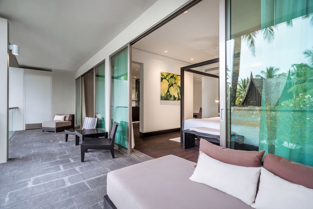 https://i.travelapi.com/hotels/2000000/1100000/1095000/1094968/966d5f9b_z.jpg