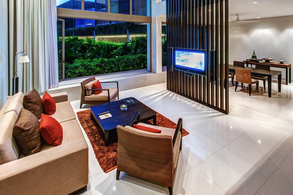 https://i.travelapi.com/hotels/2000000/1100000/1095000/1094968/9cf9e012_z.jpg
