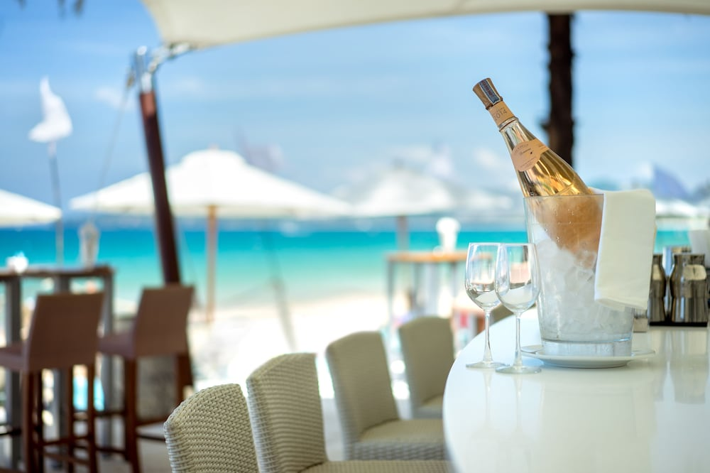 https://i.travelapi.com/hotels/2000000/1100000/1095000/1094968/e738b5e4_z.jpg