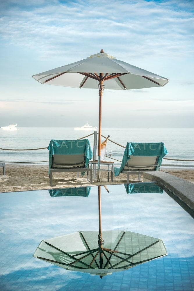 https://i.travelapi.com/hotels/2000000/1100000/1095000/1094968/e9a1ff9e_z.jpg