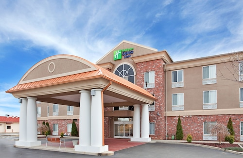 . Holiday Inn Express & Suites Farmington