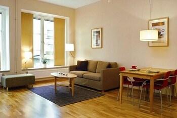 https://i.travelapi.com/hotels/2000000/1100000/1095200/1095184/33af7af6_b.jpg