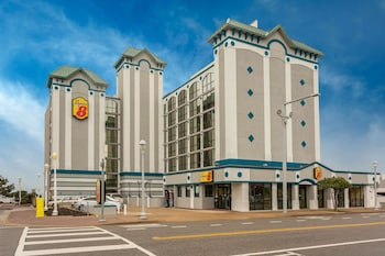 Super 8 by Wyndham Virginia Beach Oceanfront photo