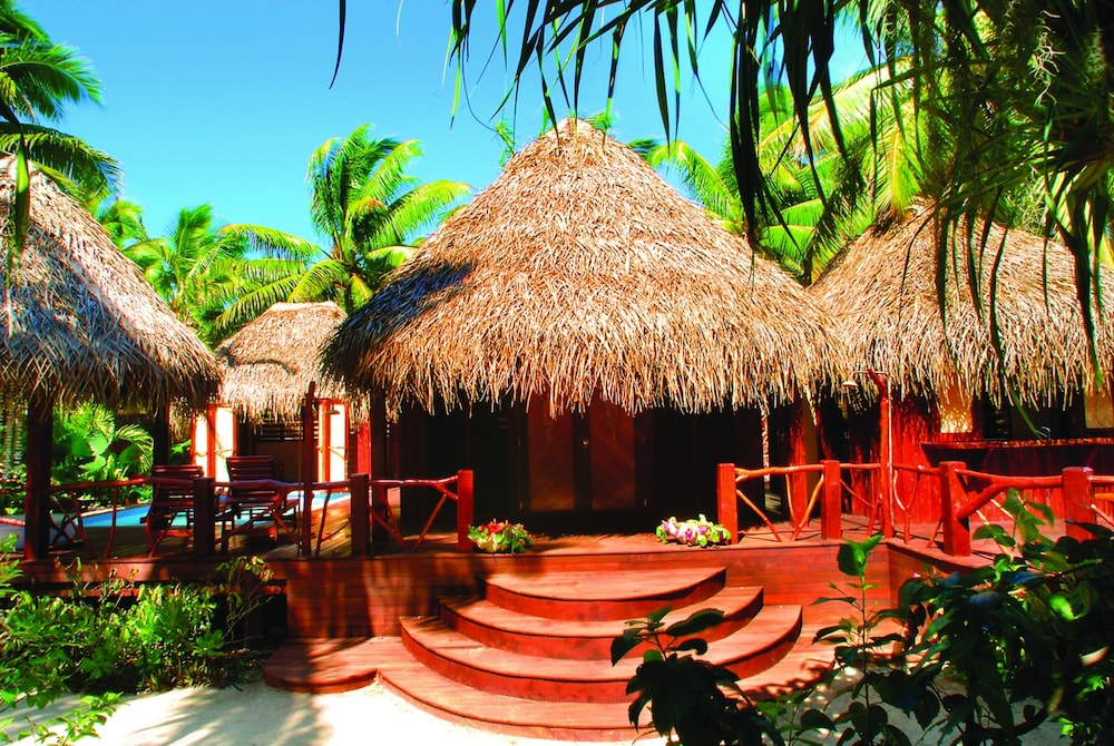 https://i.travelapi.com/hotels/2000000/1100000/1096600/1096555/09d7c793_z.jpg