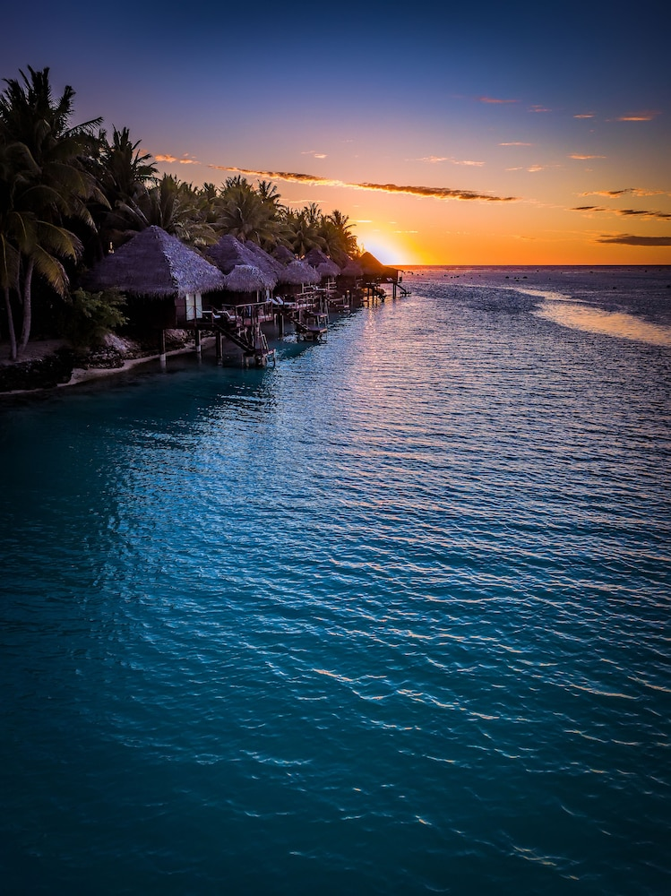 https://i.travelapi.com/hotels/2000000/1100000/1096600/1096555/95bcca0b_z.jpg