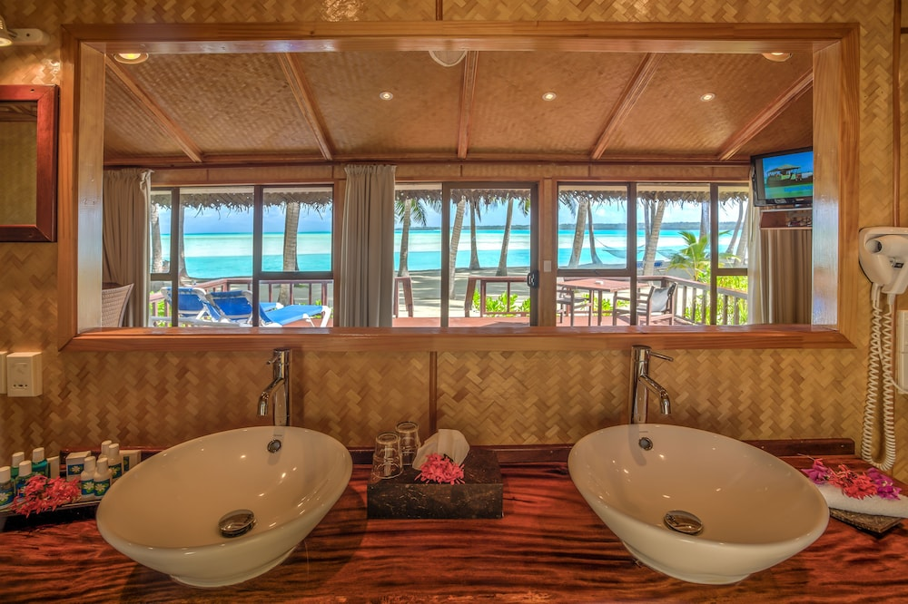 https://i.travelapi.com/hotels/2000000/1100000/1096600/1096555/9a3a73c3_z.jpg