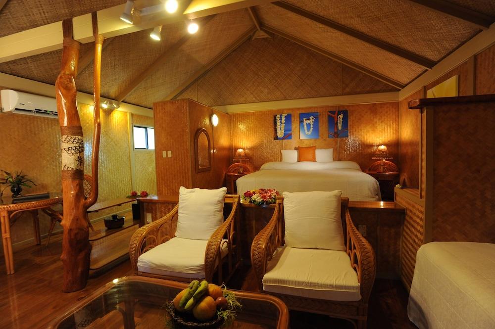 https://i.travelapi.com/hotels/2000000/1100000/1096600/1096555/af3157a5_z.jpg