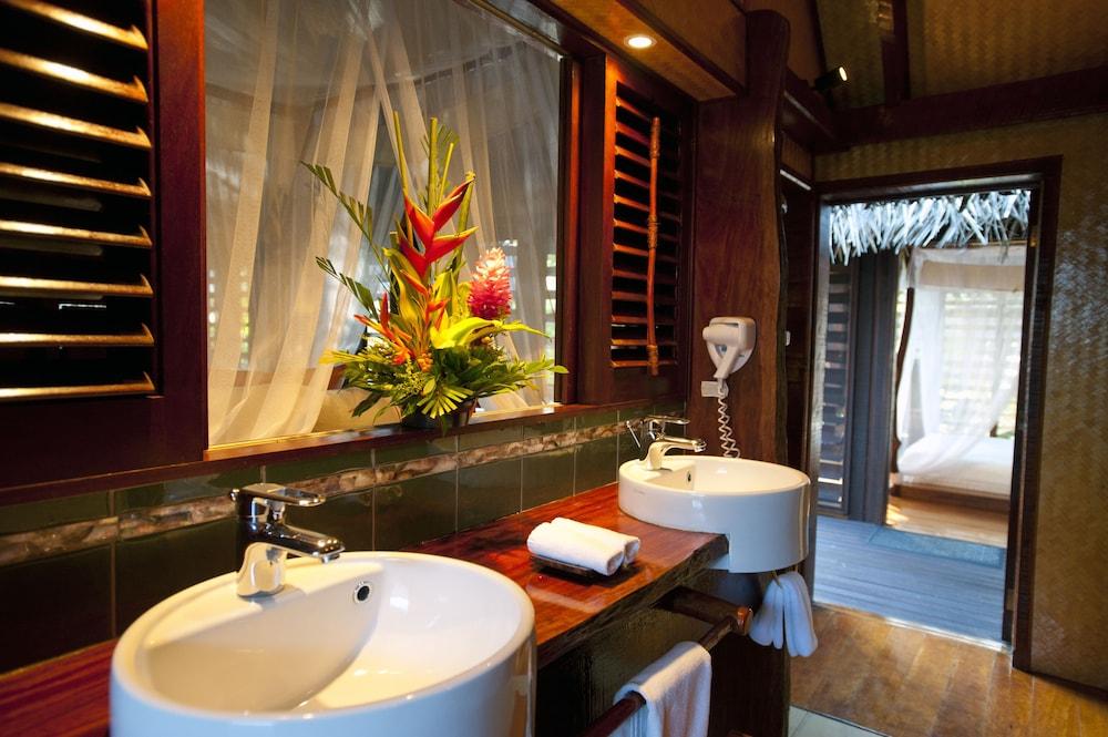 https://i.travelapi.com/hotels/2000000/1100000/1096600/1096555/cc9caa24_z.jpg