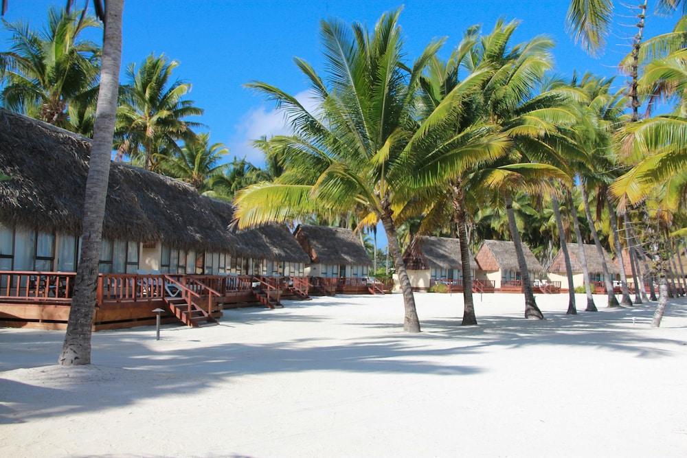 https://i.travelapi.com/hotels/2000000/1100000/1096600/1096555/e4001035_z.jpg