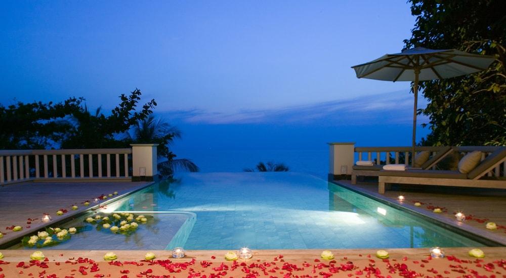 https://i.travelapi.com/hotels/2000000/1100000/1097000/1096979/0a7df999_z.jpg