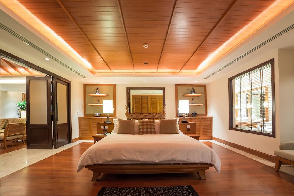 https://i.travelapi.com/hotels/2000000/1100000/1097000/1096979/2cc1d596_z.jpg