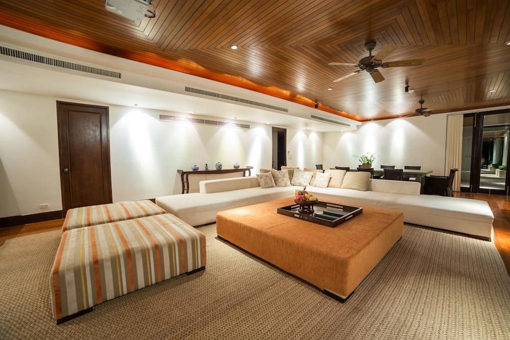 https://i.travelapi.com/hotels/2000000/1100000/1097000/1096979/7107f19d_z.jpg