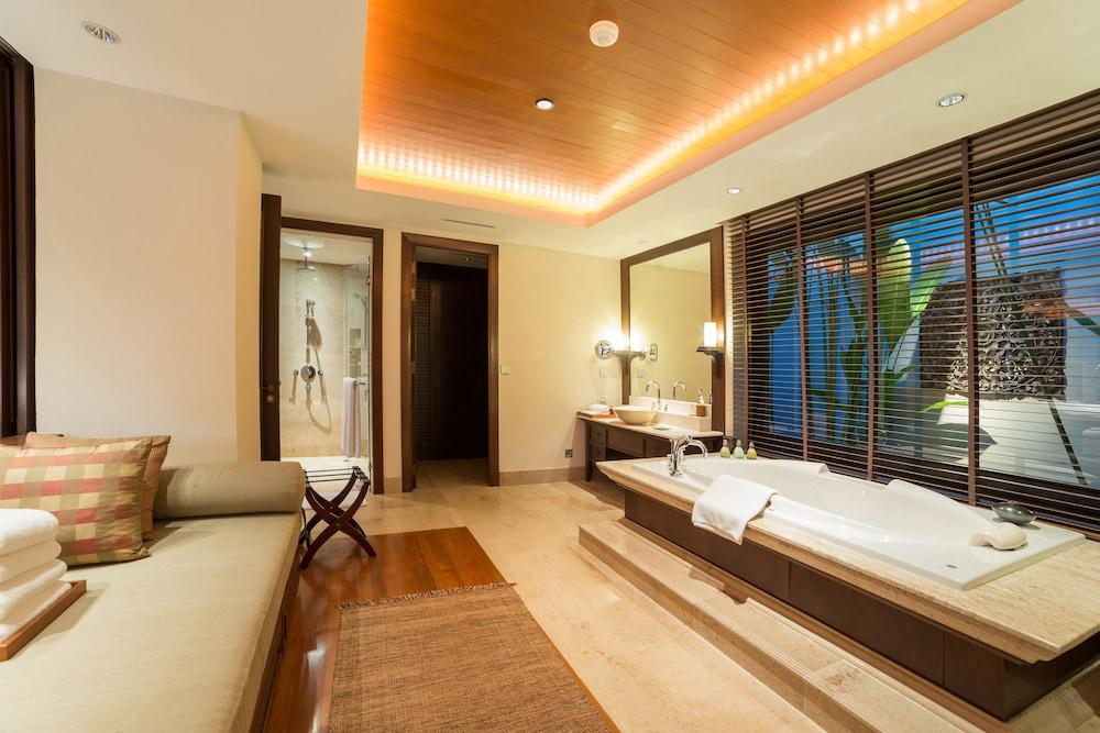 https://i.travelapi.com/hotels/2000000/1100000/1097000/1096979/7d2725ce_z.jpg