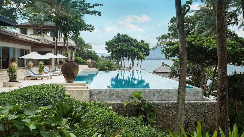https://i.travelapi.com/hotels/2000000/1100000/1097000/1096979/855d5c57_z.jpg