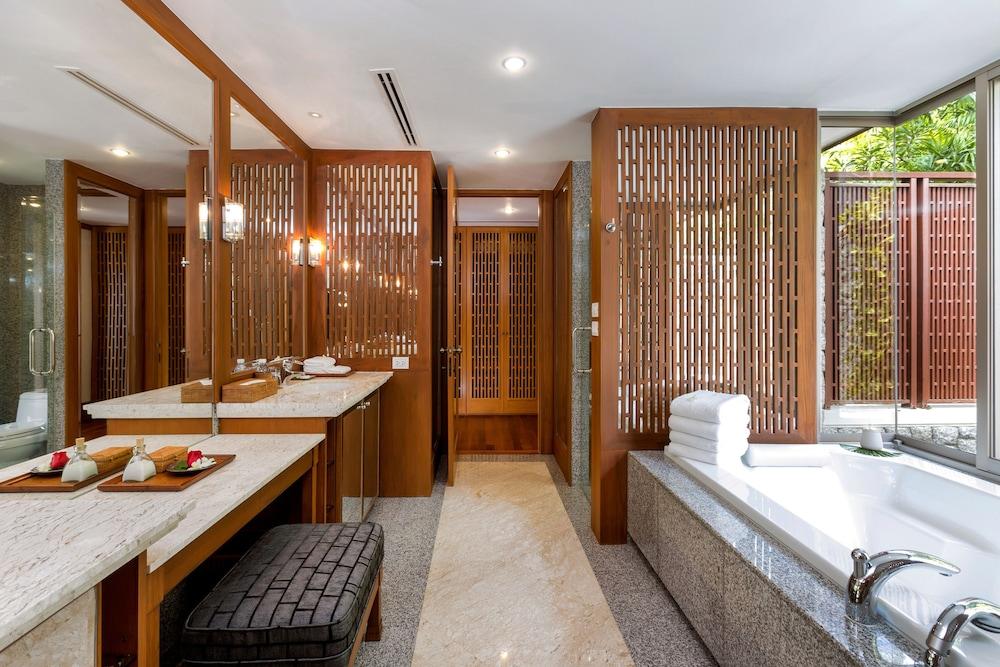 https://i.travelapi.com/hotels/2000000/1100000/1097000/1096979/90824909_z.jpg