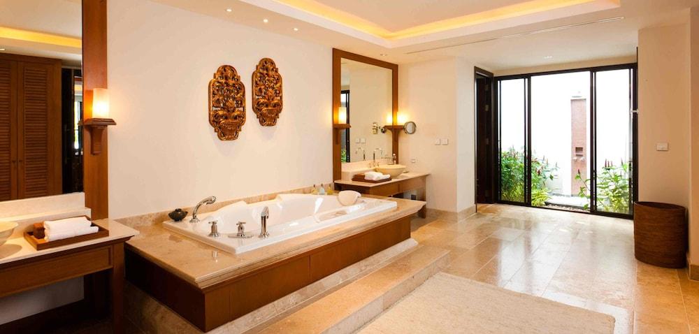 https://i.travelapi.com/hotels/2000000/1100000/1097000/1096979/944ecb71_z.jpg