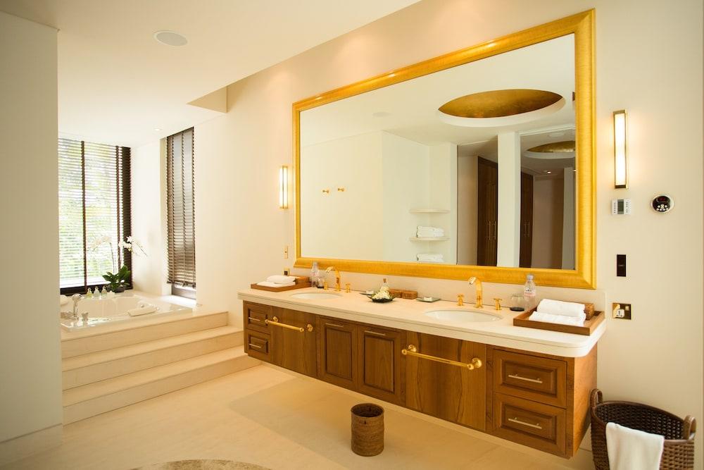 https://i.travelapi.com/hotels/2000000/1100000/1097000/1096979/9e23987f_z.jpg