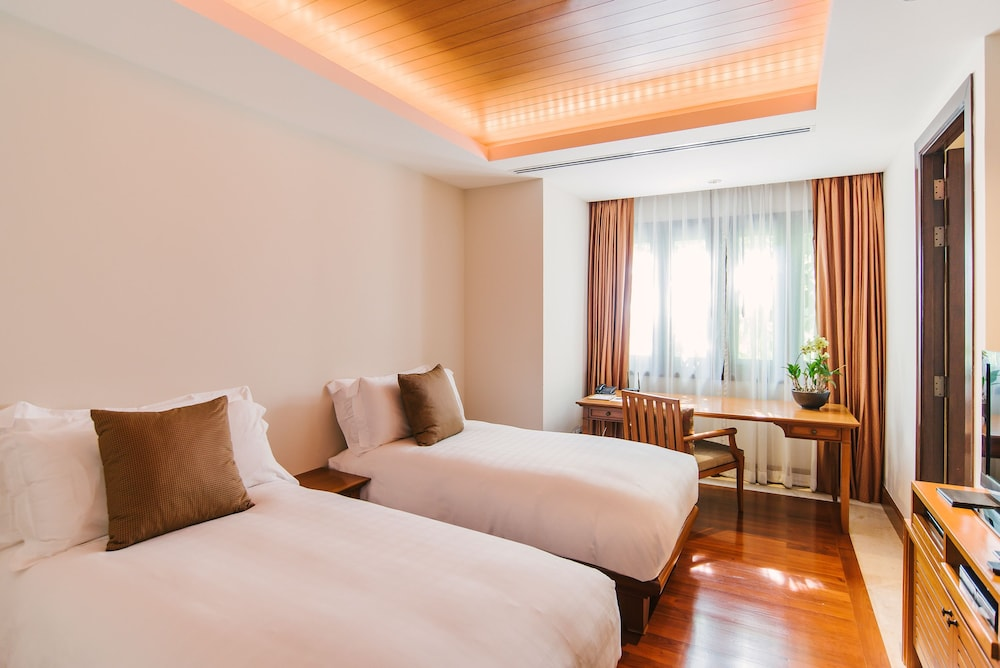 https://i.travelapi.com/hotels/2000000/1100000/1097000/1096979/a85790b7_z.jpg