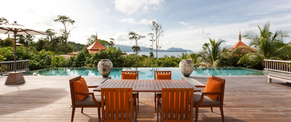 https://i.travelapi.com/hotels/2000000/1100000/1097000/1096979/df7bd137_z.jpg