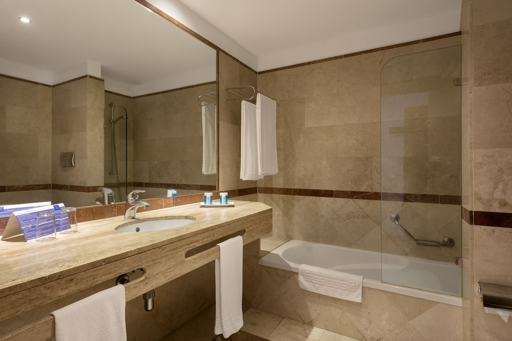 Room : Bathroom 21 of 80