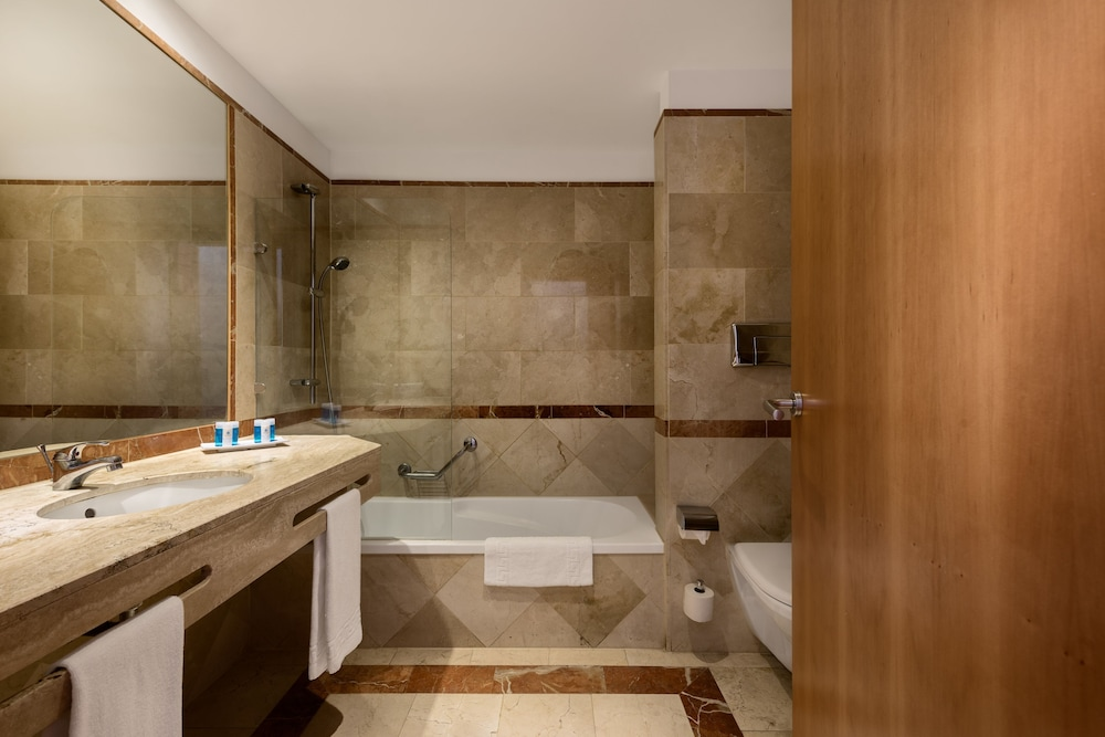 Room : Bathroom 19 of 80