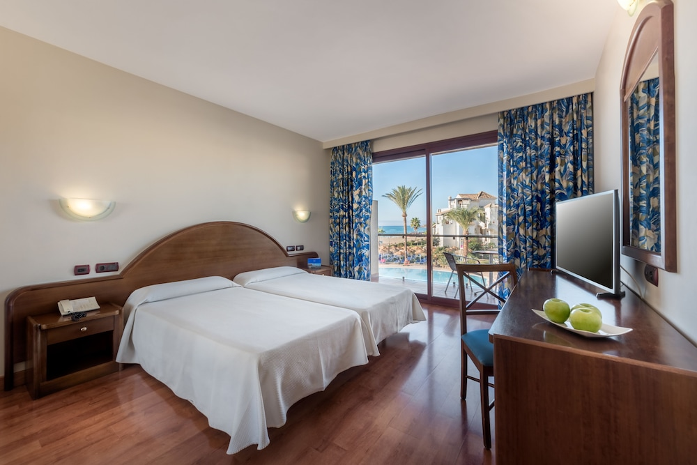 Room : Standard Double Room Single Use with Lateral Sea View 13 of 80