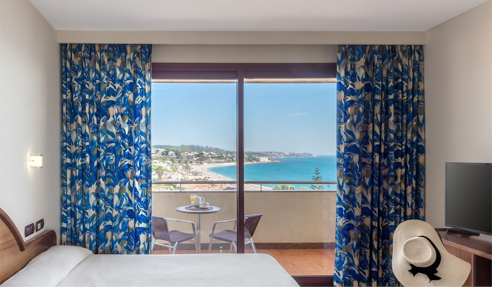 Room : Double Room, Partial Sea View (High Floors) 11 of 80