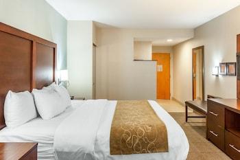 Guestroom at Comfort Suites Ocean City in Ocean City