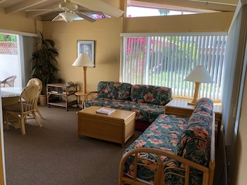 1 Bedroom Bungelow King + 2 Twin beds small patio