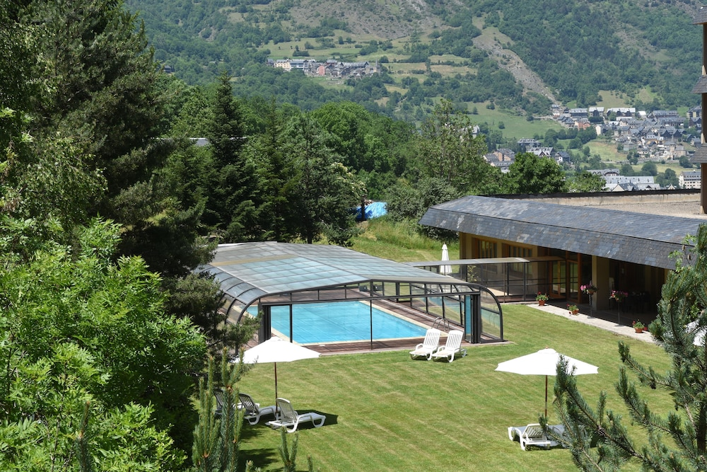Rv Hotels Tuca, Featured Image