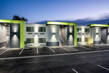 Motel 6 Canoga Park CA - Parking  - #0