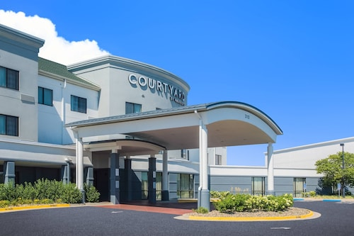 . Courtyard by Marriott Junction City