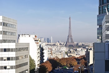 Superior Double Room (Eiffel Tower View)