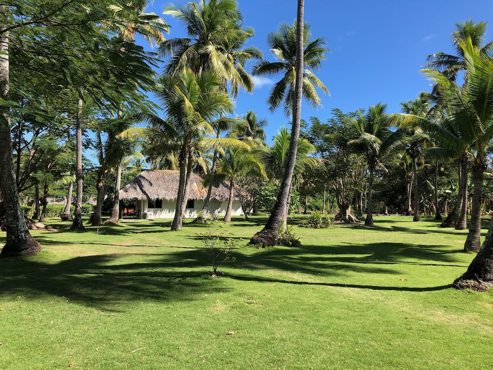https://i.travelapi.com/hotels/2000000/1110000/1102500/1102439/68533a94_z.jpg