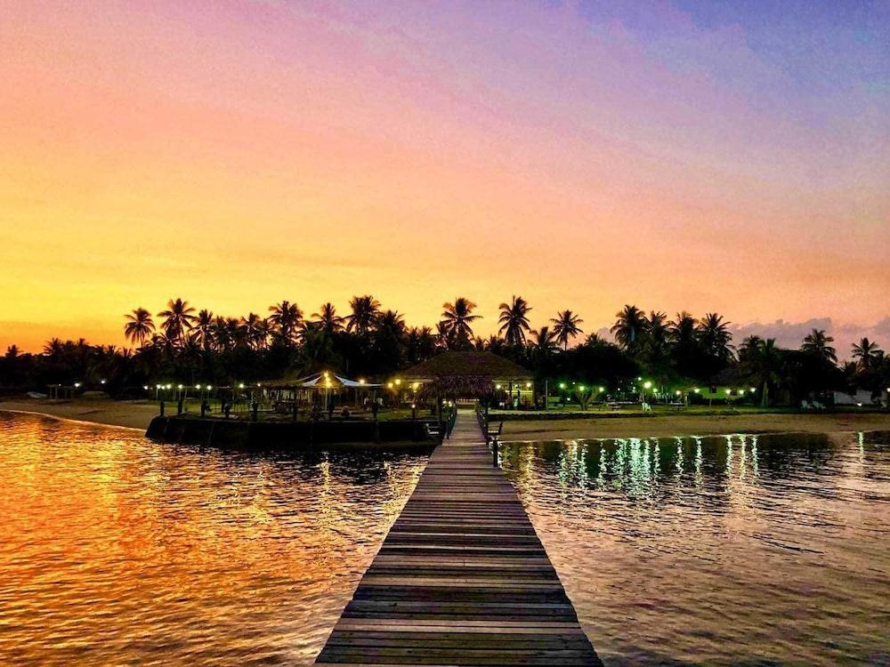https://i.travelapi.com/hotels/2000000/1110000/1102500/1102439/dc881522_z.jpg