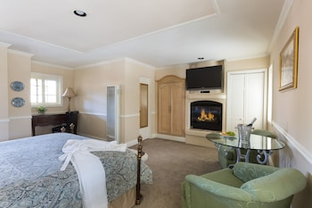 Deluxe King Spa w/ Fireplace