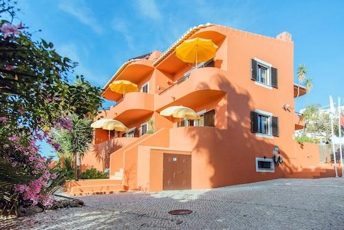 Villa Mar Azul, Lagos