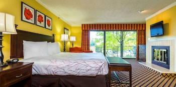 The Lakeview Hotel, Shanty Creek Resort : Studio Parlor, Preferred View